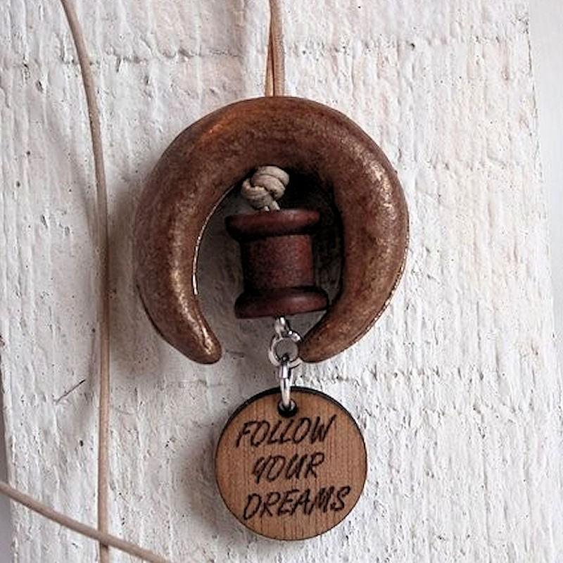 Ketting met keramiek en houten bedel INSPIRATIE